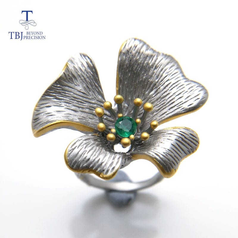 Серебряное кольцо в виде цветка
