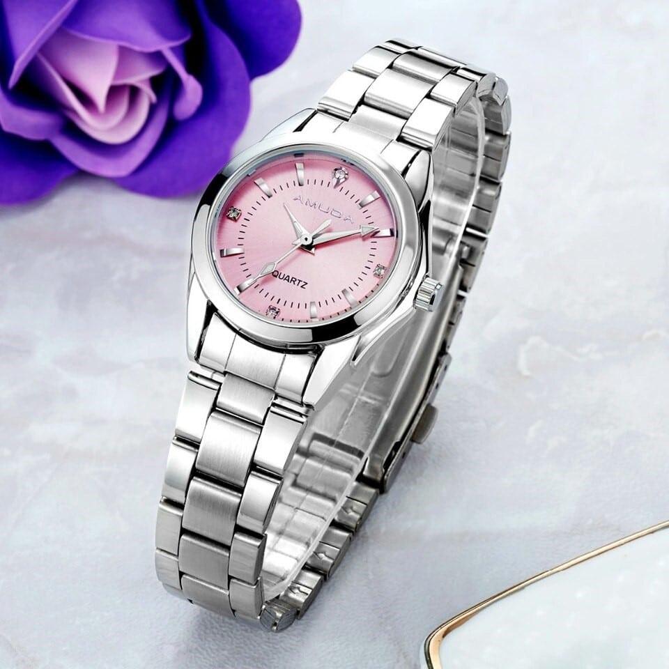 Кварцевые часы с цветным циферблатом