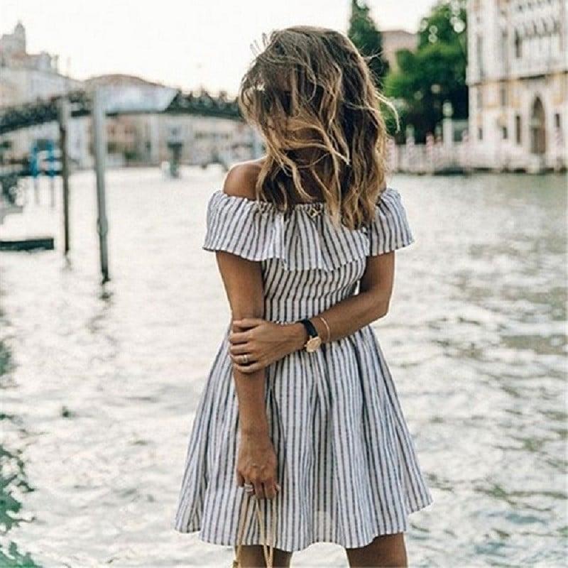 Купить Платье с открытыми плечами и рюшами